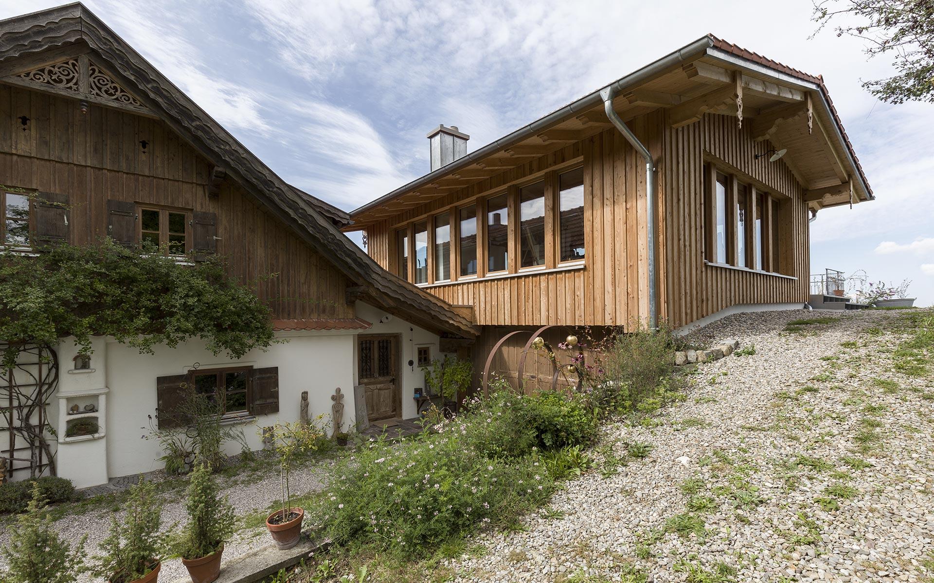 Alt trifft Neu: lichtdurchfluteter Anbau als Atelier und Galerie