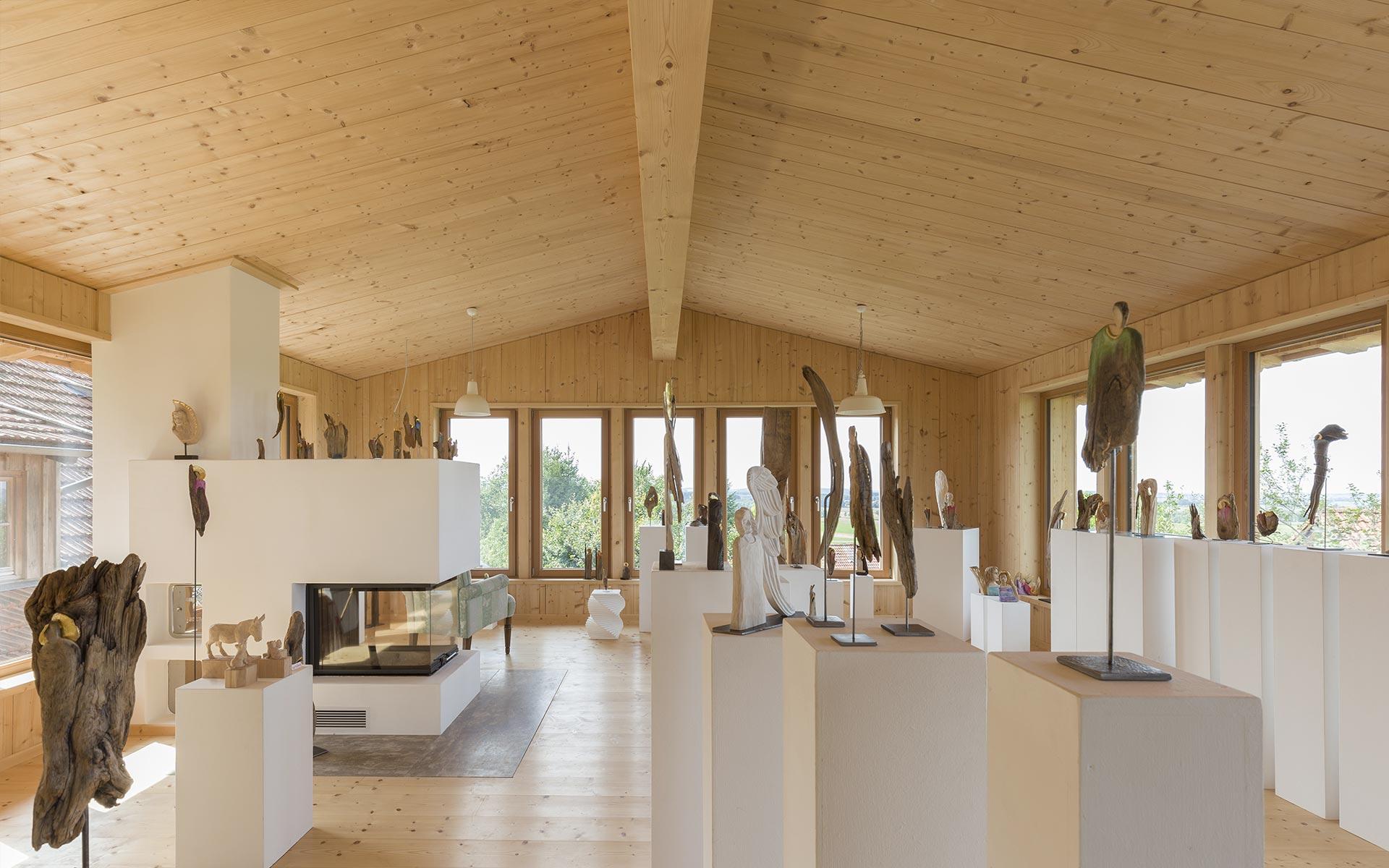 Lichtdurchfluteter Anbau als Atelier und Galerie