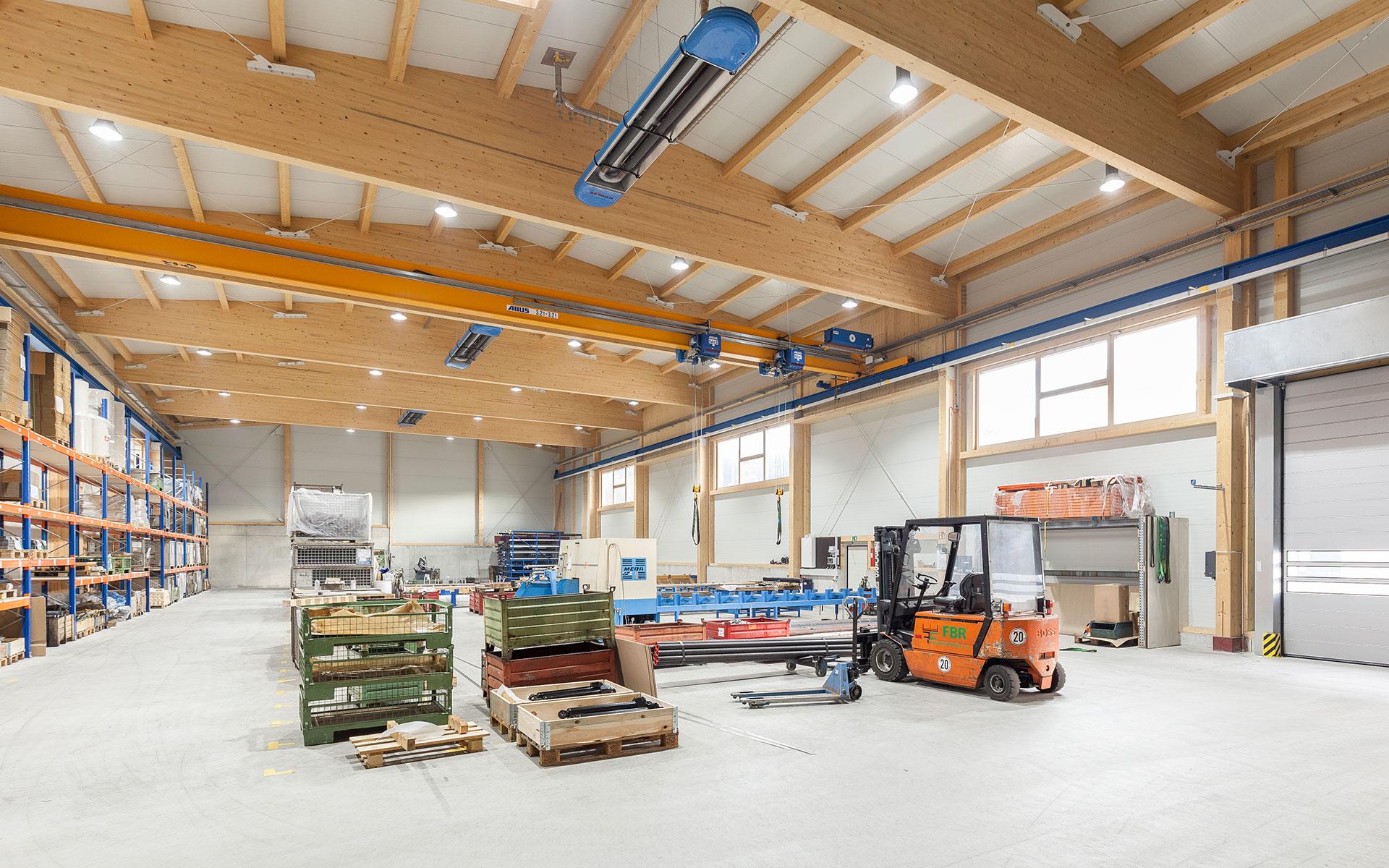 Industriehalle im Holzbau